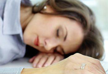 خستگی سبب گرایش به سمت غذاهای چرب و شیرین می شود.