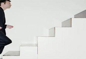 بالارفتن سریع و کوتاه مدت از پله ها به حفظ سلامت قلب کمک می کند.