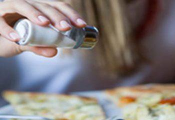 کاهش تکرر ادرار با کاهش دریافت نمک