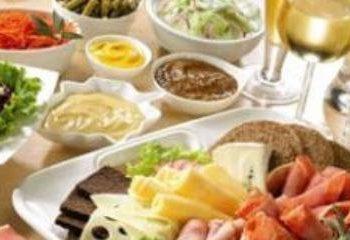 تغذیه مناسب و فعالیت بدنی، ضعف جسمی سالمندان را جبران می کند.