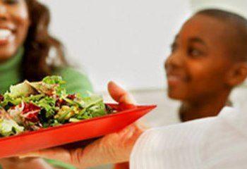 غذاخوردن سریع و عدم دریافت مواد مغذی لازم