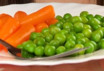 افزودن سبزیجات به وعده های کودکان بد غذا