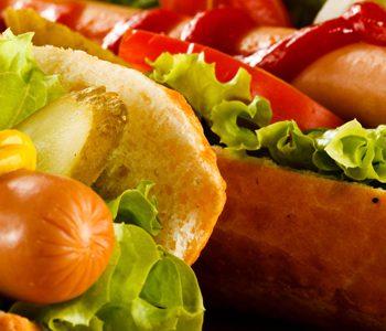 غذاهای ناسالم بیشتر از غذاهایی سالم حواس ما را به خود منحرف میکنند.