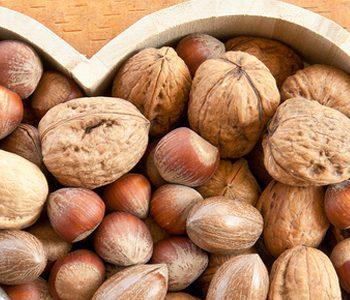 پیشگیری از بیماریهای قلبی با مصرف انواع آجیل