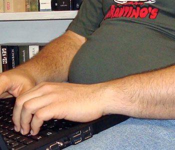نشستن طولانی مدت با افزایش خطر  ابتلا به چاقی مرتبط است؟
