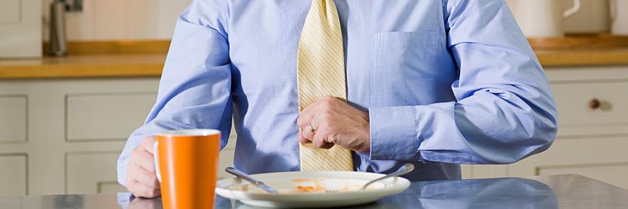 چرا بعد از غذا خوردن مشکلات گوارشی و درد معده رخ میدهد؟