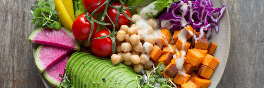رژیم غذایی گیاهی به بهبود سلامت قلب و عروق کمک میکند.