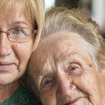 با تغذیه مناسب، سلامت چشمان خود را در سالمندی تضمین کنید.