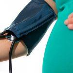 چاقی خطر ابتلا به پرهاکلامپسی را در بارداری افزایش میدهد.