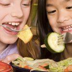 آیا اندوه و شادی بر روی انتخابهای غذایی کودکان موثر است؟