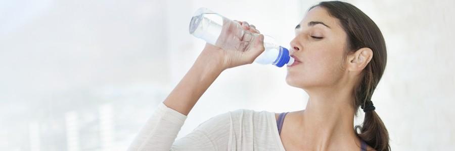 آب و نقشی که میتواند در کاهش وزن داشته باشد