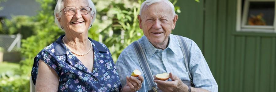 برای اینکه در سالمندی سالم بمانید، رژیم غذایی را جدی بگیرید.