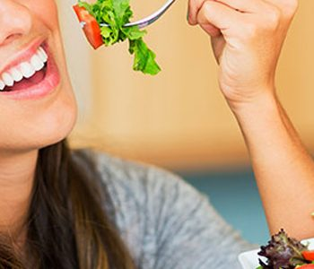 رژیم غذایی در بهبود سلامت روانی زنان نقش مهمی دارد.