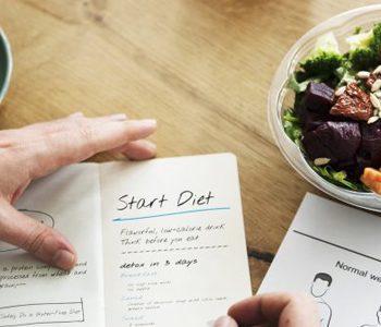 با نوشتن کالری غذاها در منوی رستورانها کمتر غذا میخورید.