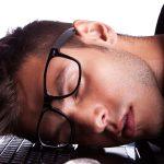 خستگی و خواب آلودگی – علت خواب آلودگی