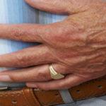 زمین خوردن سالمندان از عوارض چاقی است.