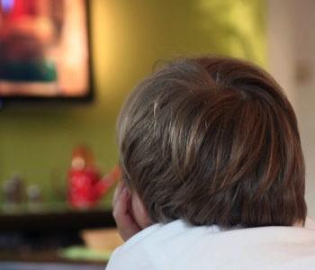 عوارض تماشای زیاد تلویزیون برای کودکان چیست؟