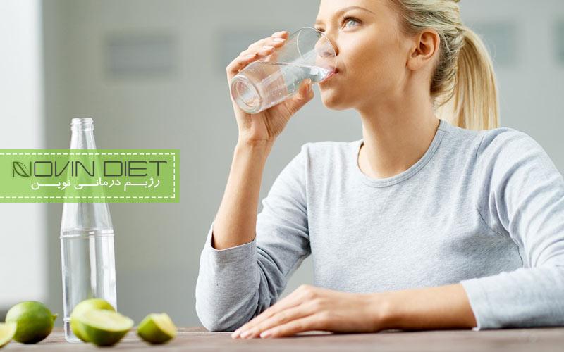 نوشیدن ناکافی آب و کاهش وزن