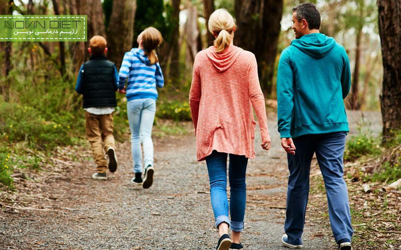 برای اینکه در نوروز چاق نشوید با اعضای خانواده پیاده روی کنید